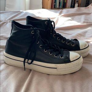 Platform Classic Converse in black leather